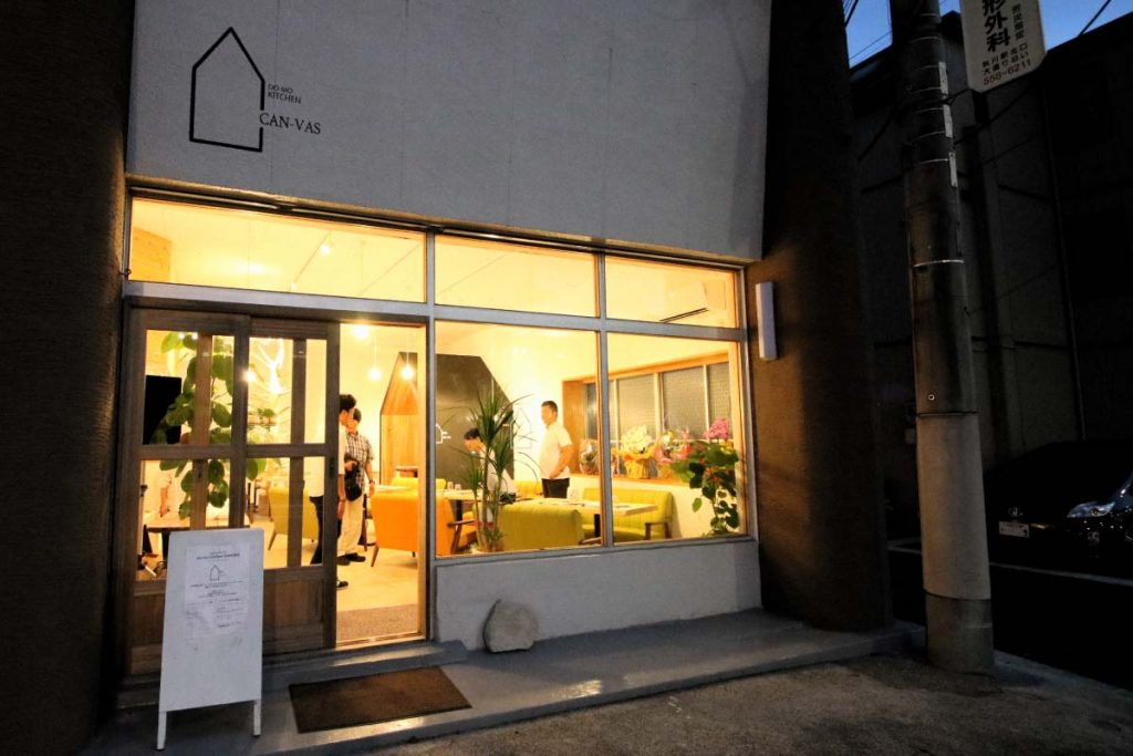 """多摩産材活用の飲食店""""DO-MO kitchen CANVAS"""""""